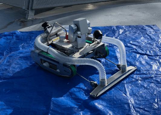 配水池に投入するロボット