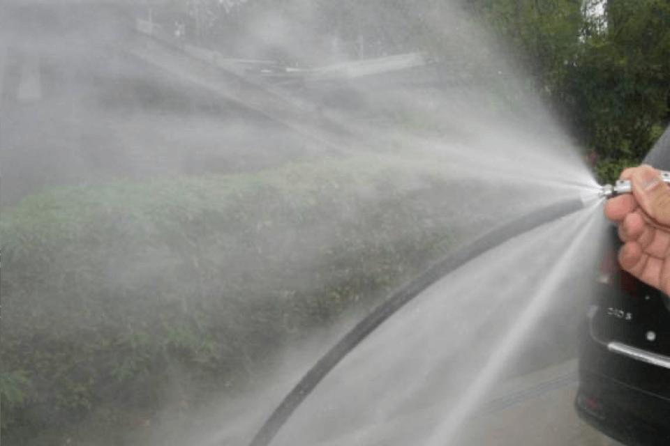 水を噴射する写真