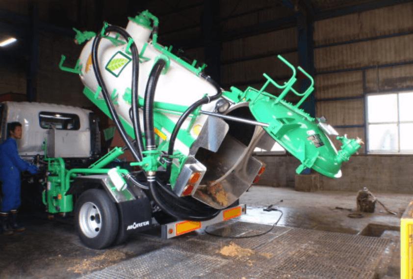 吸引除去した排水・汚泥は、産業廃棄物として処分