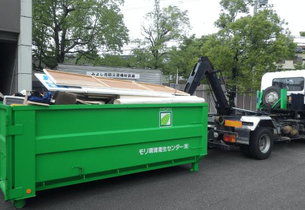 事業所より排出される様々な産業廃棄物を処分場に運んだ写真